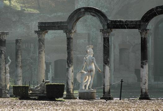 Hadrians_Villa_2007_Canopus_Closer_4085_1000