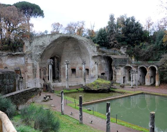 Hadrians_Villa_2009_Serapeum_7571_1000