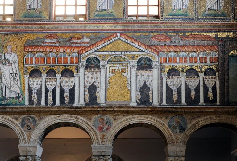 Ravenna_Apollinare_Nuovo_Palace_of_Theoderic_4541_DxO