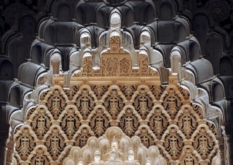 Alhambra_Court_of_Lions_Detail_01_6182_DxO