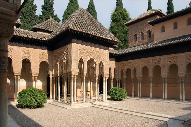 Alhambra_Court_of_Lions_Diagonal_6225